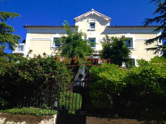 Vente propriété 18 pièces 976 m2