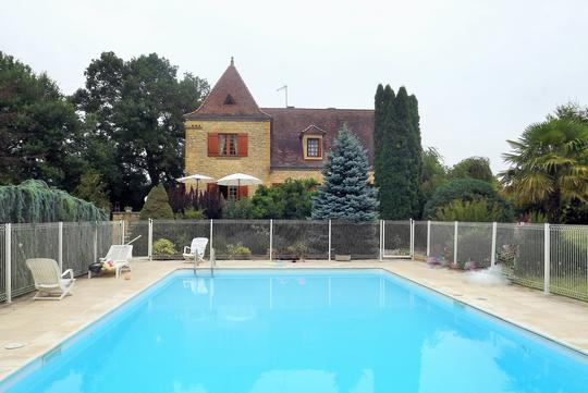 House with pool and garden