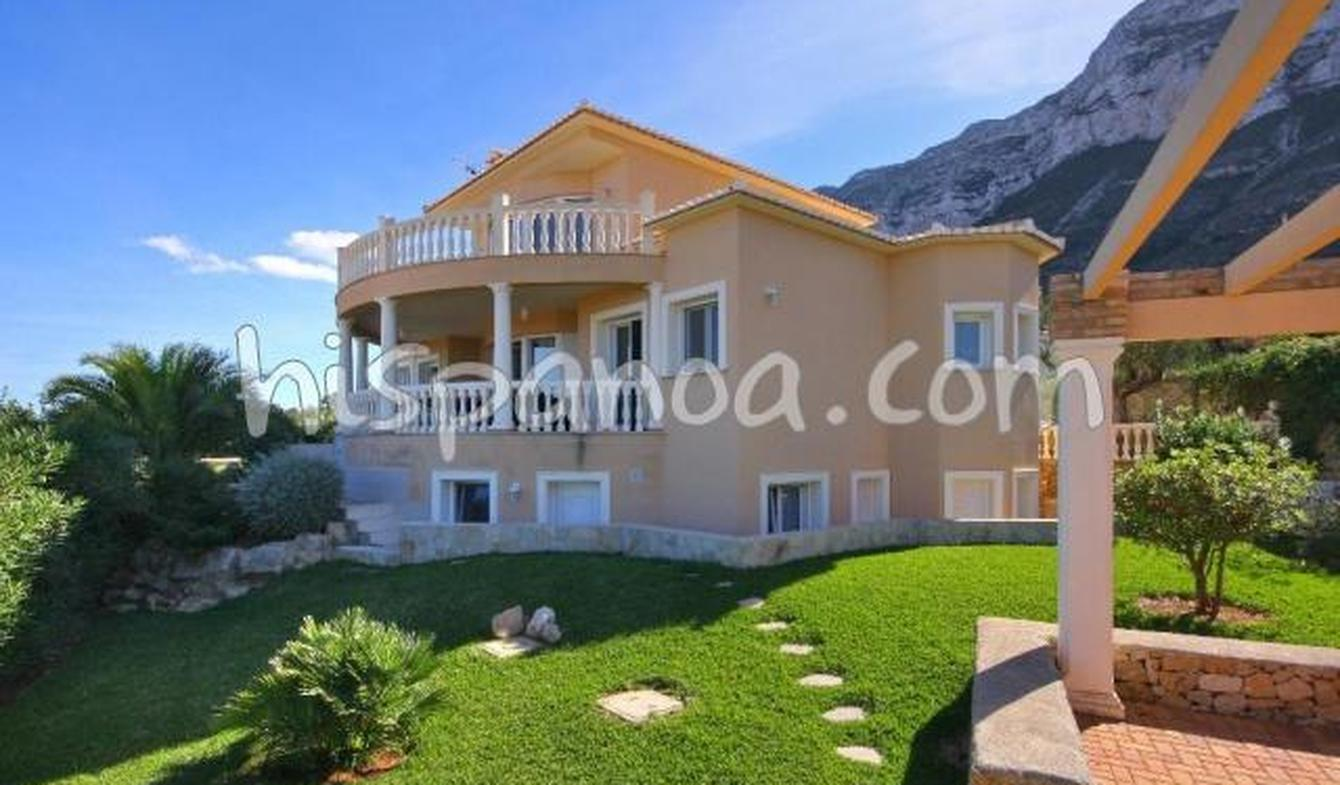 Villa with pool and garden Dénia