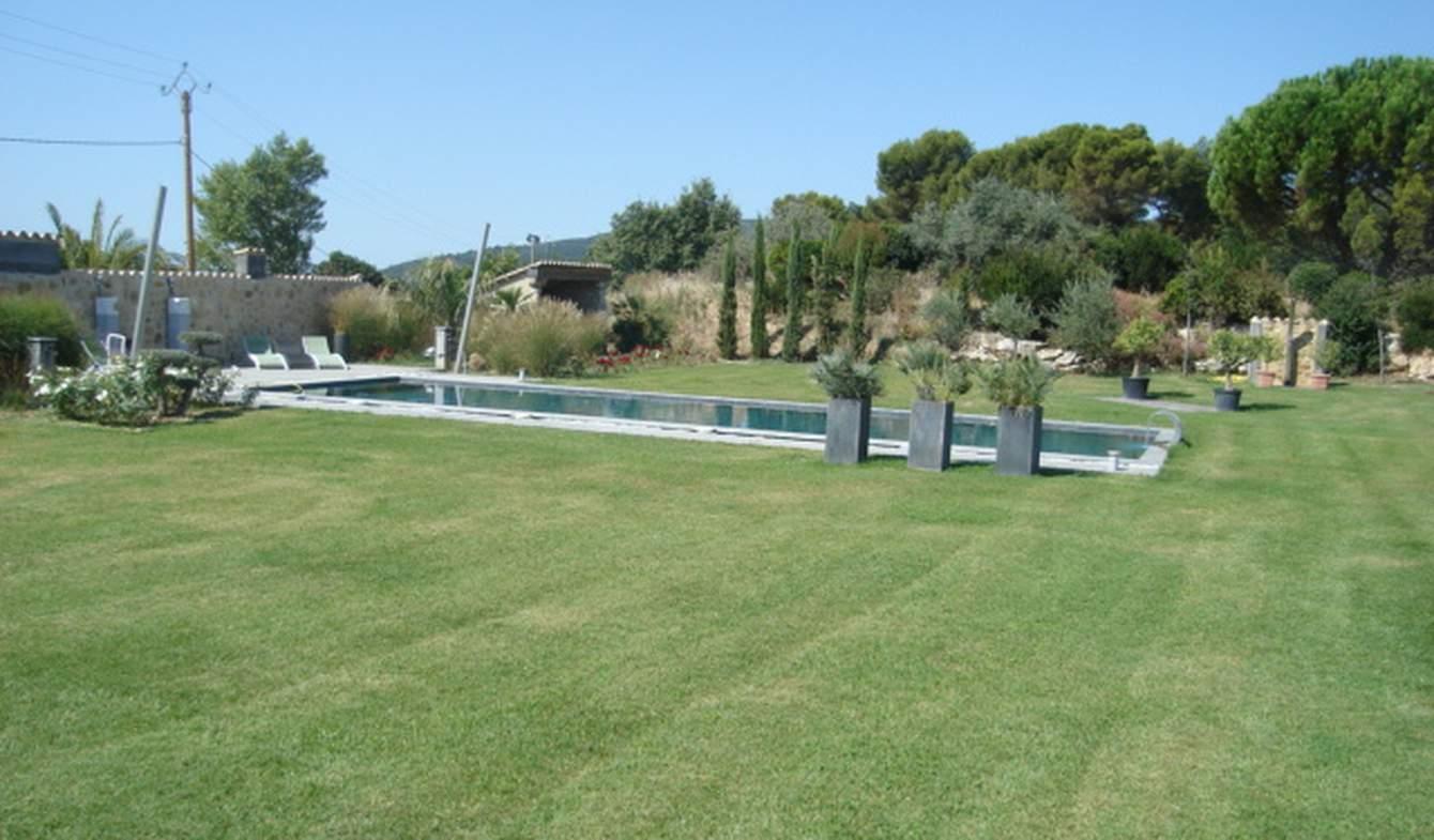 Propriété avec piscine et jardin Lourmarin