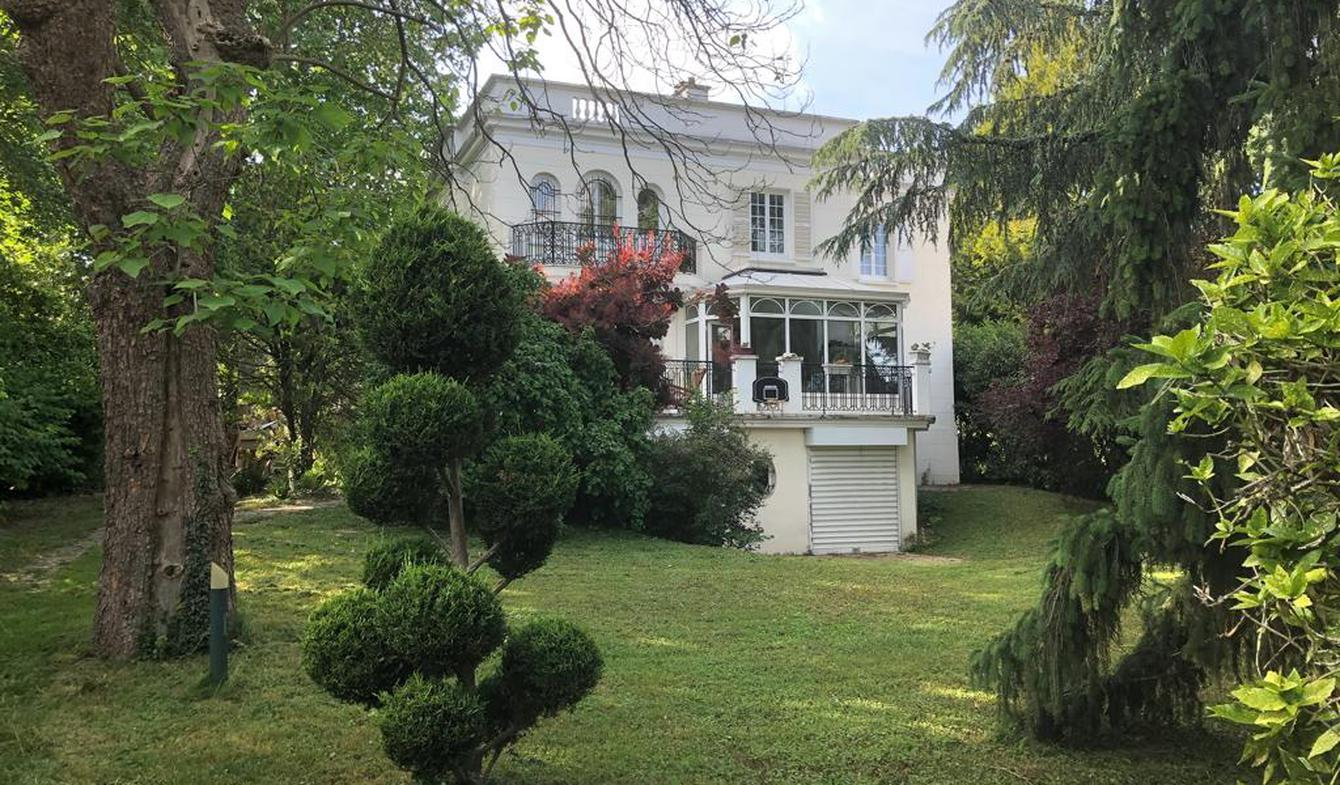 House with pool and terrace Maisons-Laffitte