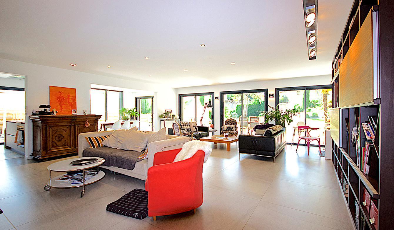 Appartement contemporain avec terrasse Challes-les-Eaux