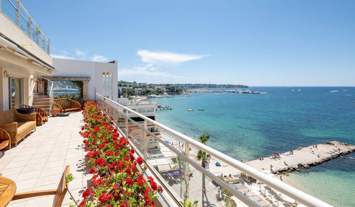 Apartment with terrace and pool Juan les pins