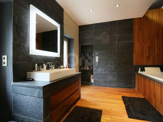 Vente maison 9 pièces 472 m2