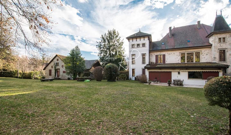 Maison Menthon-Saint-Bernard