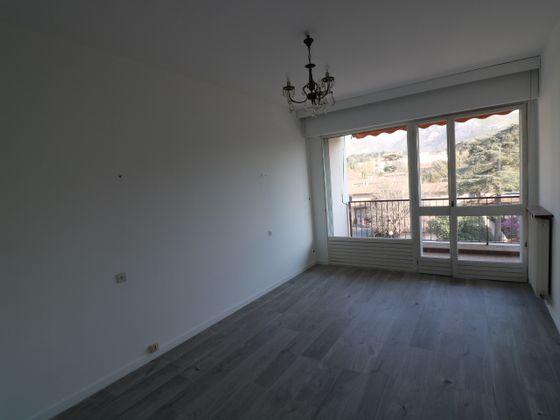 Location appartement 3 pièces 84 m2