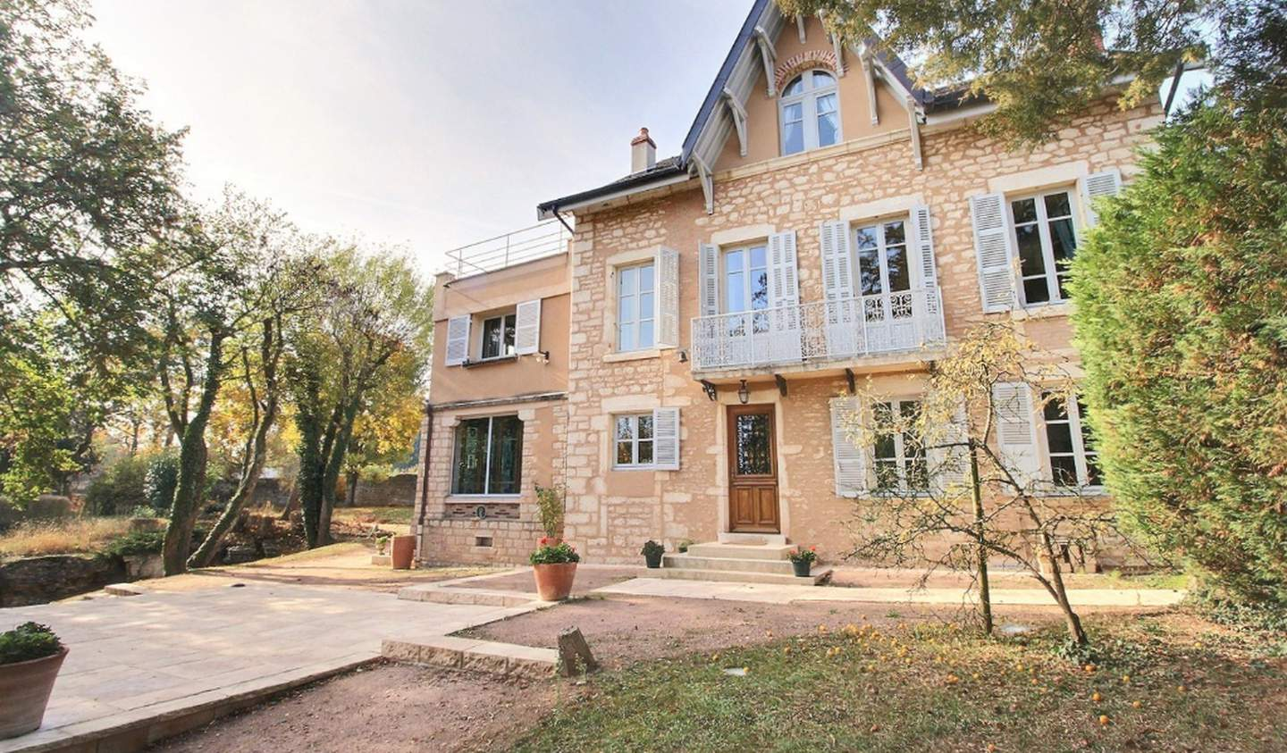 Property with pool Fontaines