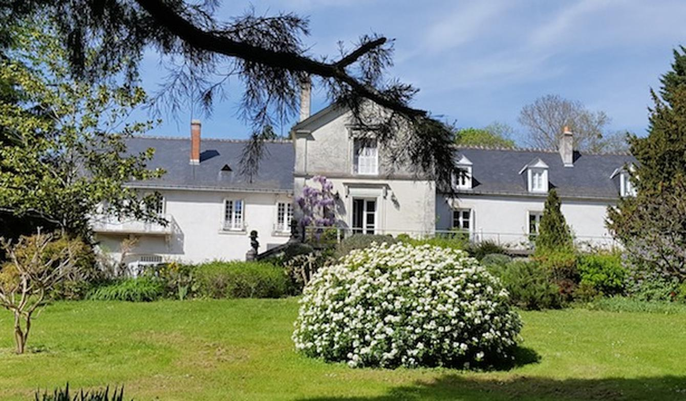 Property with garden Tours