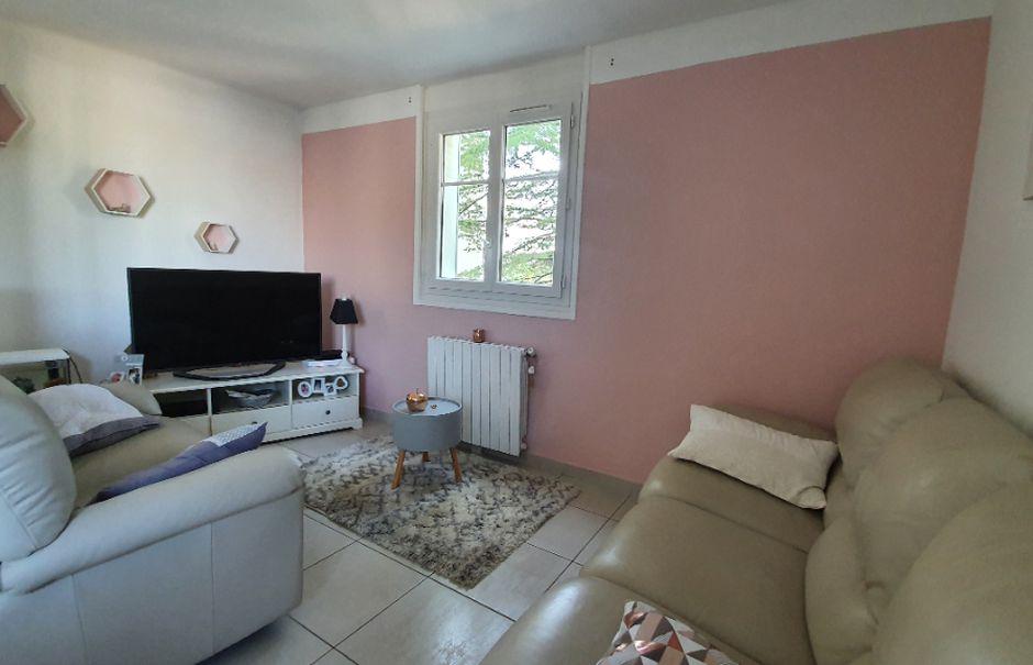 Vente appartement 4 pièces 66 m² à Pont-Saint-Esprit (30130), 77 000 €
