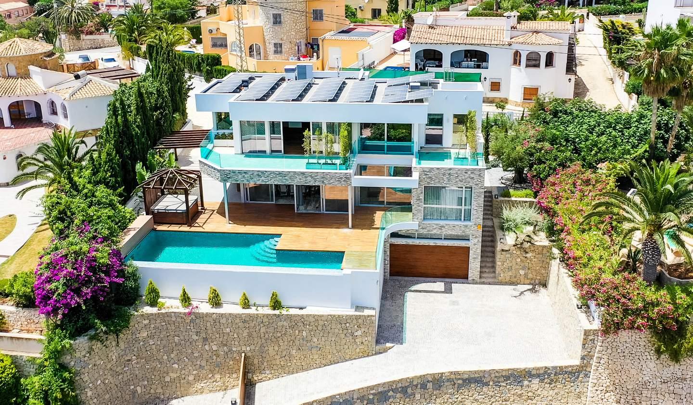Seaside villa with pool Calp