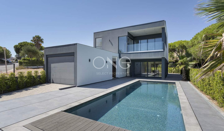 Maison contemporaine avec piscine en bord de mer Faro