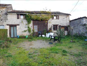 maison à Saint-Gourson (16)