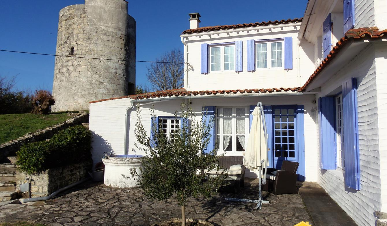 House with terrace Saint-Fort-sur-Gironde