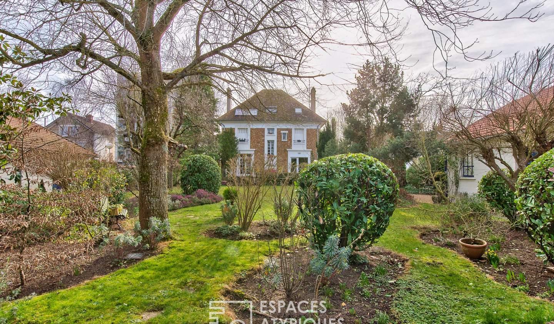 House with terrace Mantes-la-Jolie