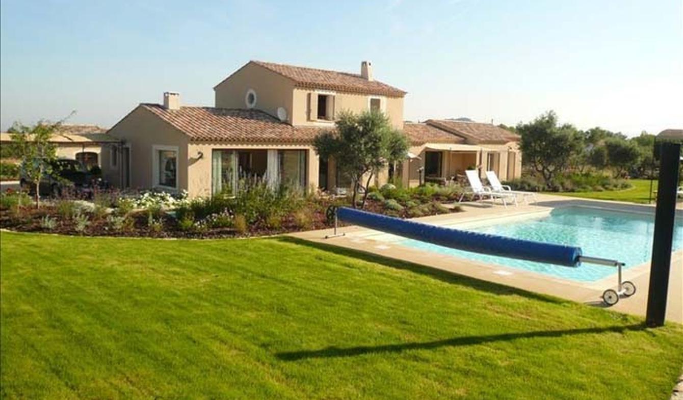 Villa with pool and garden Eygalières