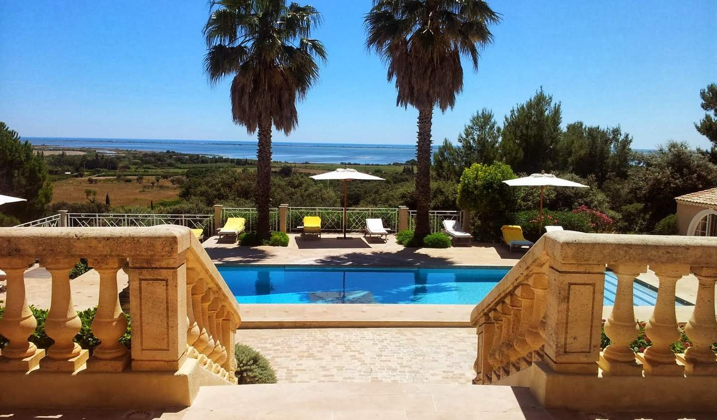 Seaside property with pool Var
