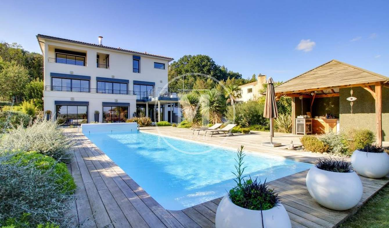 Villa with pool and terrace Longages