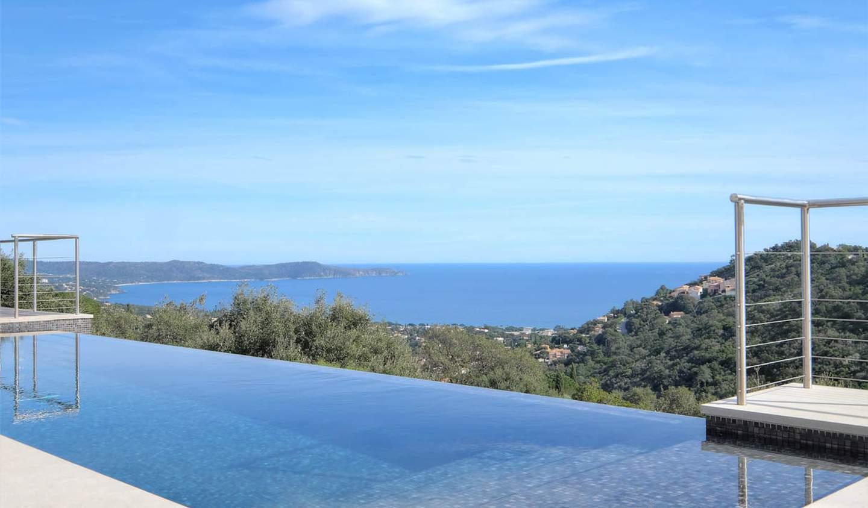 Maison contemporaine avec piscine en bord de mer Cavalaire-sur-Mer