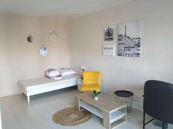 Location studio meublé 17,97 m2