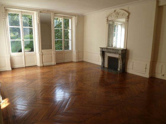 Location maison 8 pièces 200 m2