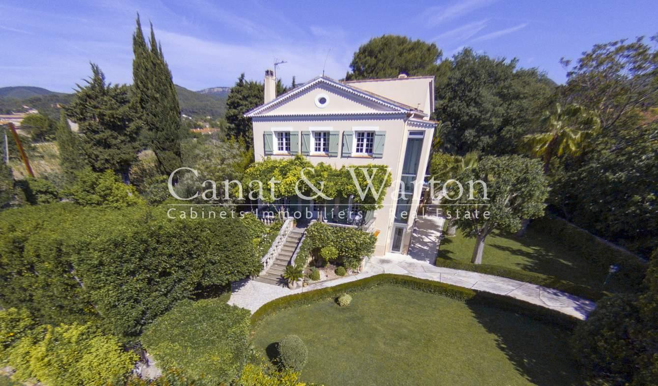 Villa avec piscine et terrasse Cuers