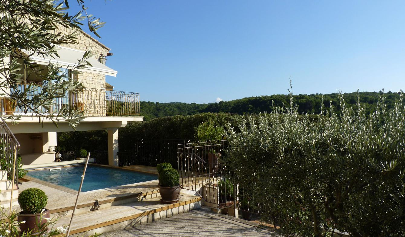 House with pool and garden La Roque-sur-Pernes