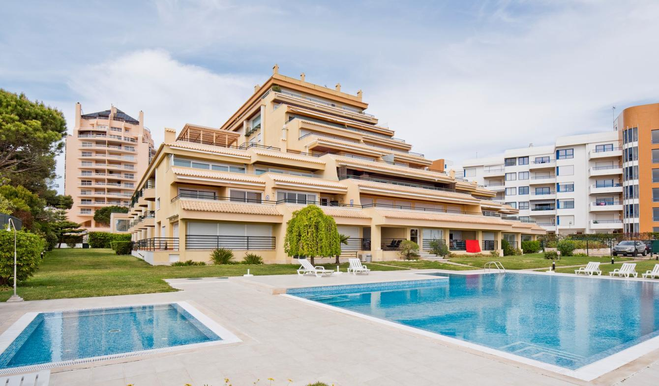 Apartment with pool Cascais