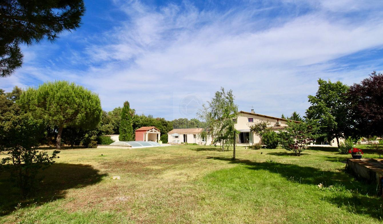 Property with pool Beziers