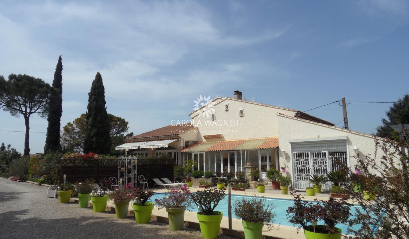 Villa avec piscine et terrasse Mazan