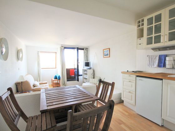 Location studio meublé 25,54 m2