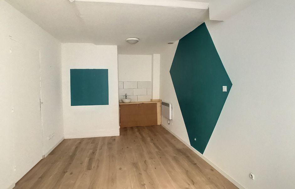 Location  locaux professionnels  29 m² à Aurillac (15000), 170 €