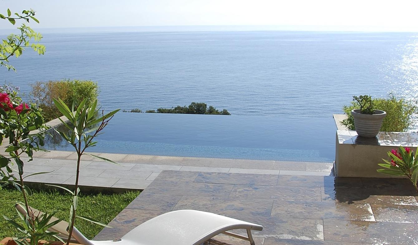 Villa avec piscine en bord de mer Sari-Solenzara