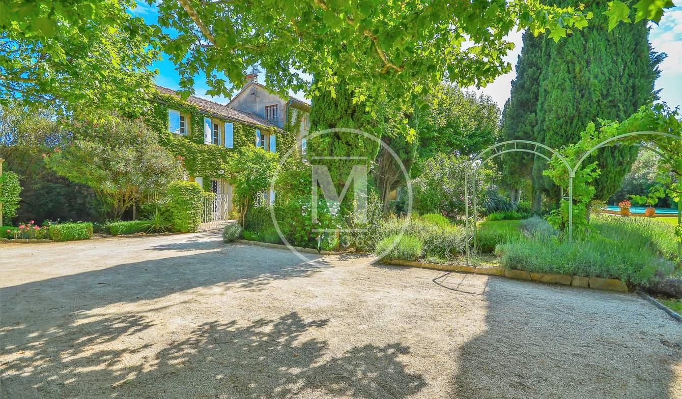 Maison avec piscine et terrasse Sauveterre