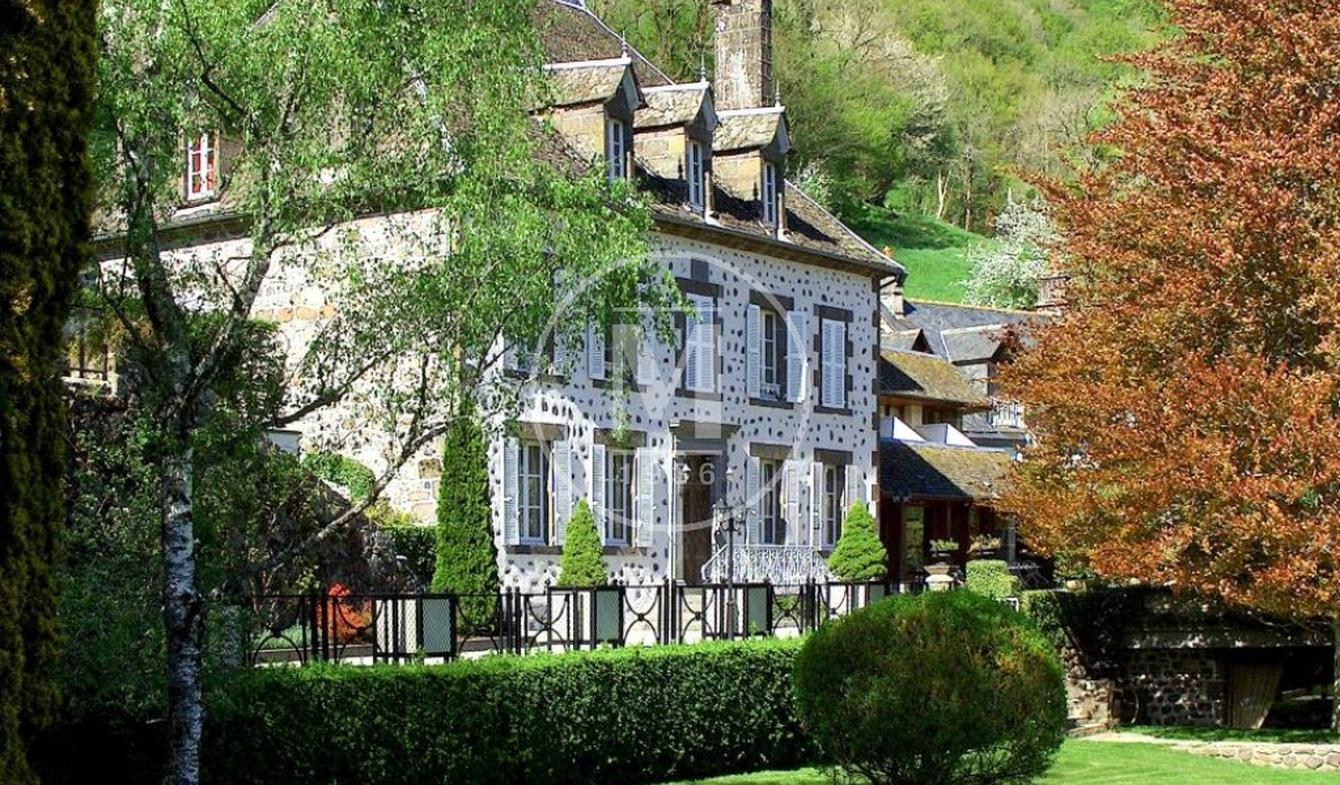 Maison avec piscine Saint-Martin-Valmeroux