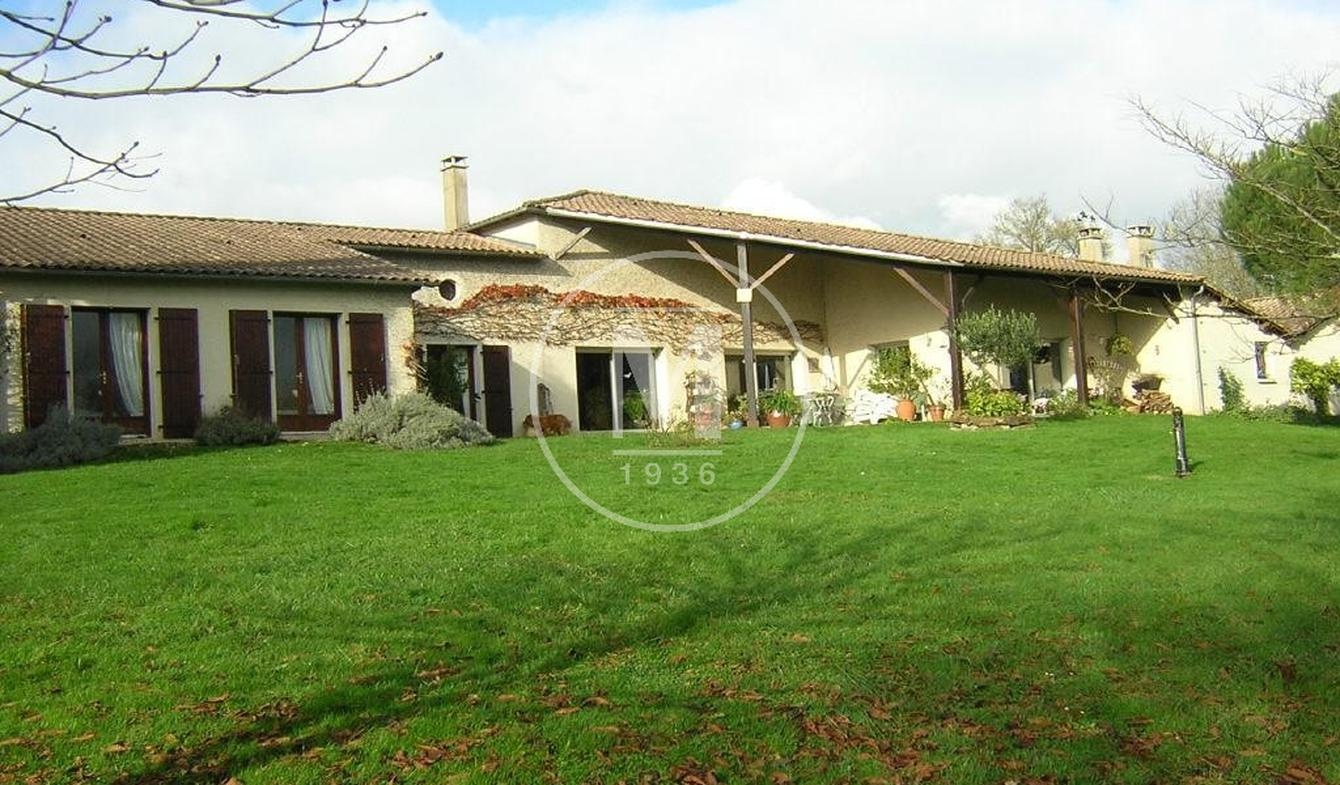 Villa with pool Saint-Maixent-l'Ecole