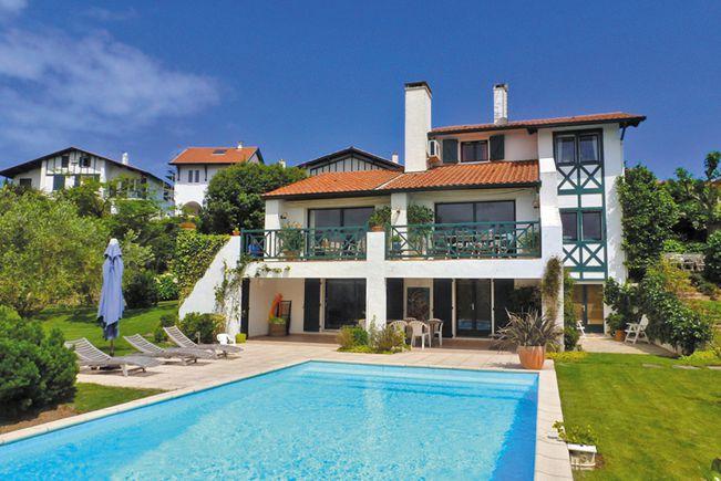 Immobilier prestige pyr n es atlantiques achat et vente for Camping st jean de luz bord de mer avec piscine