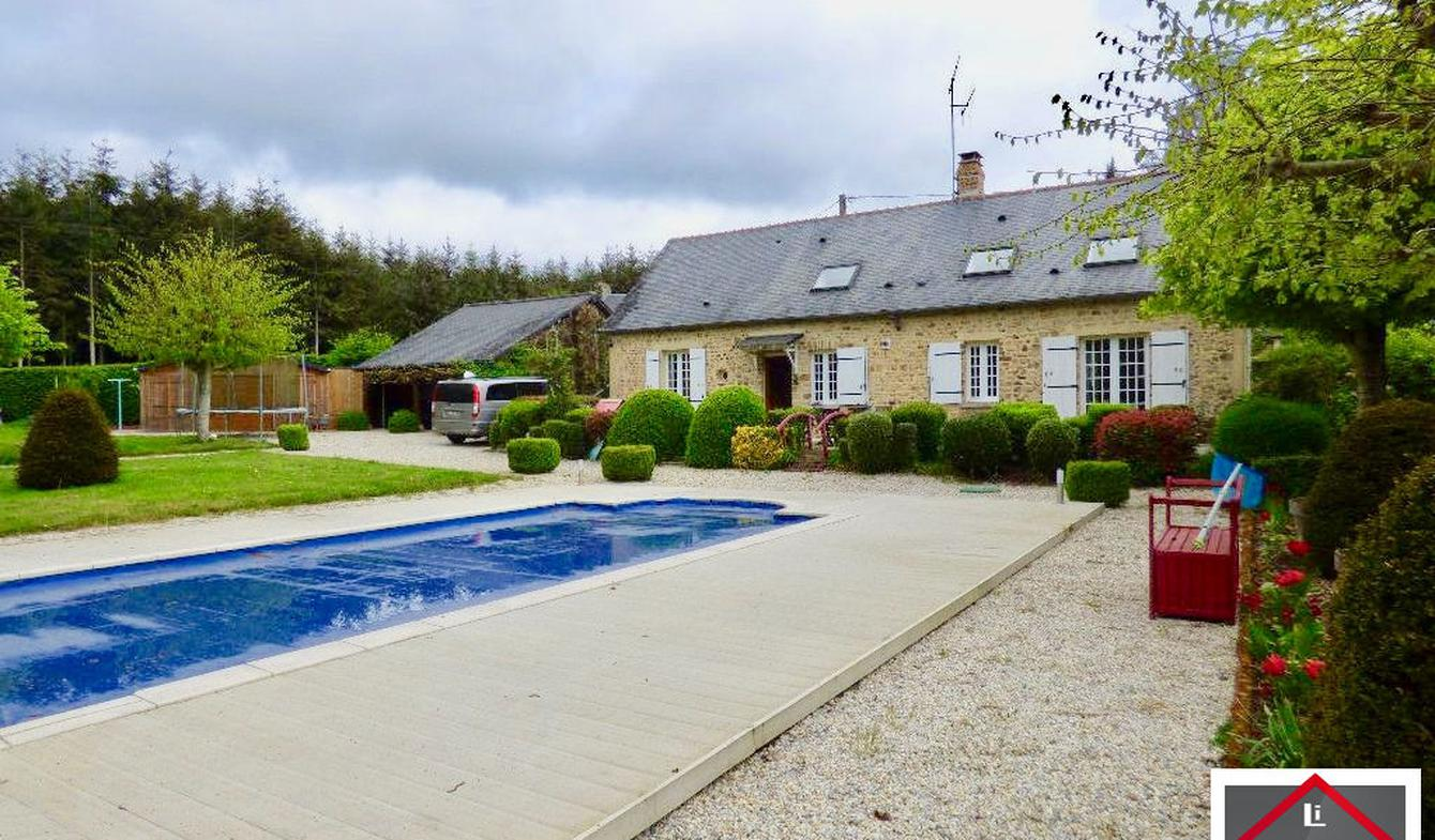 Maison avec piscine et terrasse Mayenne