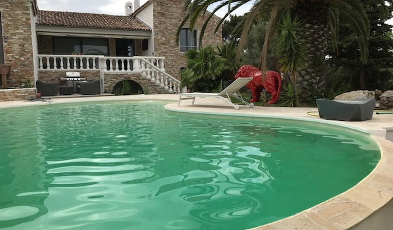 Maison contemporaine avec piscine en bord de mer Sanary-sur-Mer