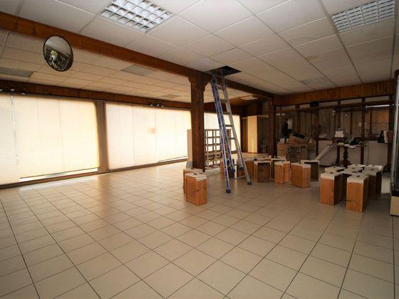 Vente divers 4 pièces 985 m2