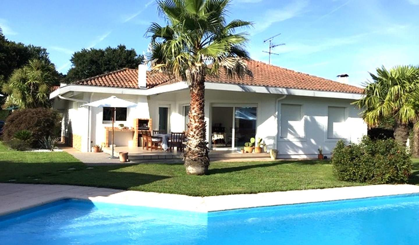 Contemporary house with pool and garden Hossegor