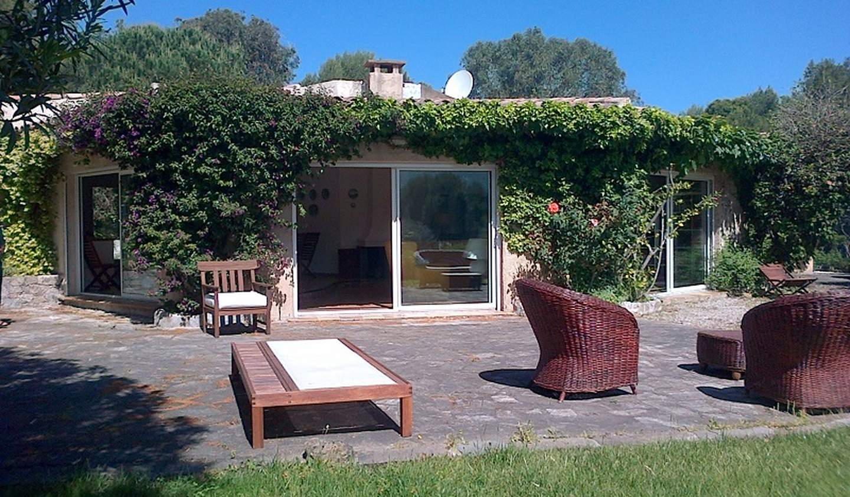 Seaside property and garden Lumio