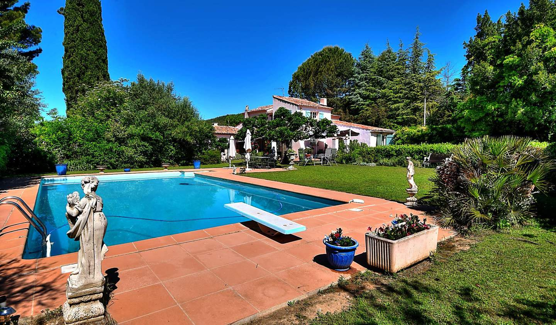 Villa with pool Villecroze