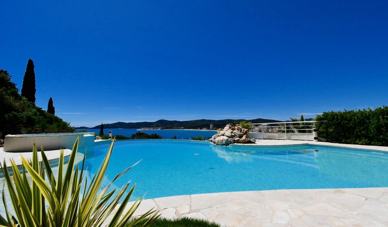 Seaside apartment with pool Le Lavandou