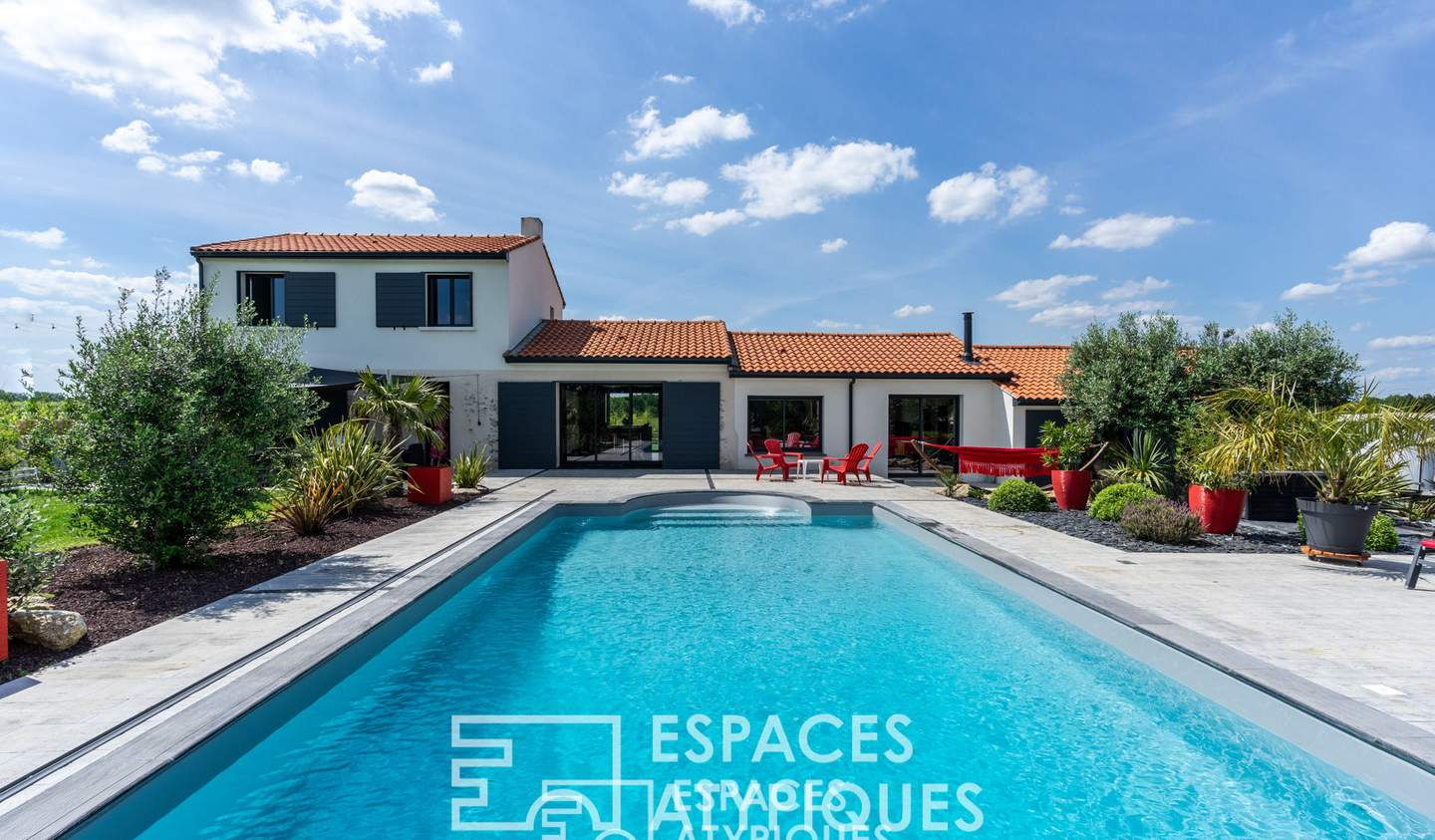 House with pool and terrace La Chapelle-Heulin