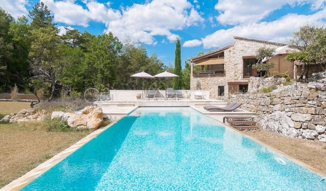 Villa with pool and garden Ampus