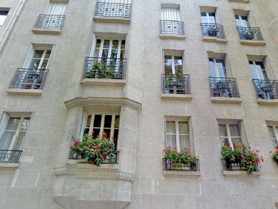 Location appartement 6 pièces 205 m2