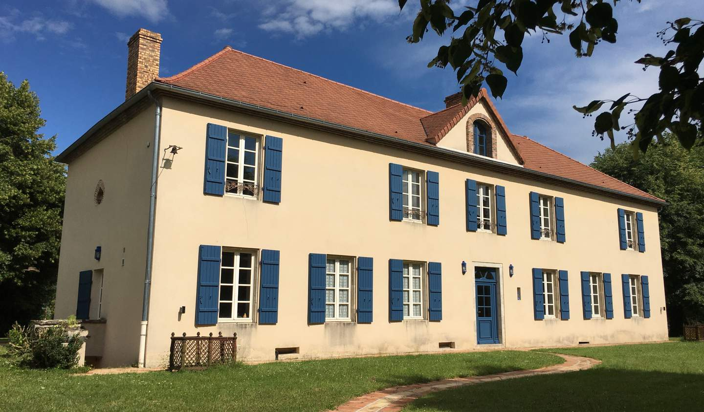 Property with pool Bellerive-sur-Allier