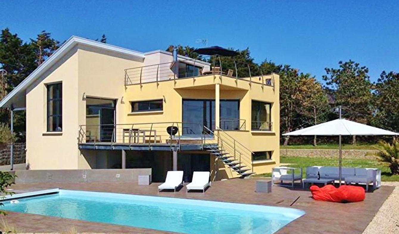 House with pool and terrace Trégunc
