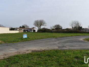 terrain à Vouillé-les-Marais (85)