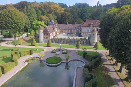 Castle with Hunting estate for Sale: Buy Castle